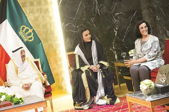 آمير الكويت وشقيقة ووالدة أمير قطر