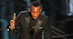 "US Actor Mahershala Ali delivers a speech on stage after he won the award for Best Supporting Actor in ""Moonlight"" at the 89th Oscars on February 26, 2017 in Hollywood, California. / AFP / Mark RALSTON        (Photo credit should read MARK RALSTON/AFP/Getty Images)"