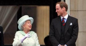 إليزابيث الثانية وحفيدها الأمير ويليام